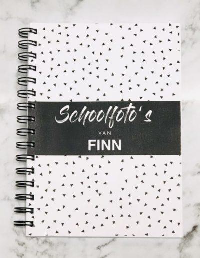 Schoolfotoboekje met naam Finn